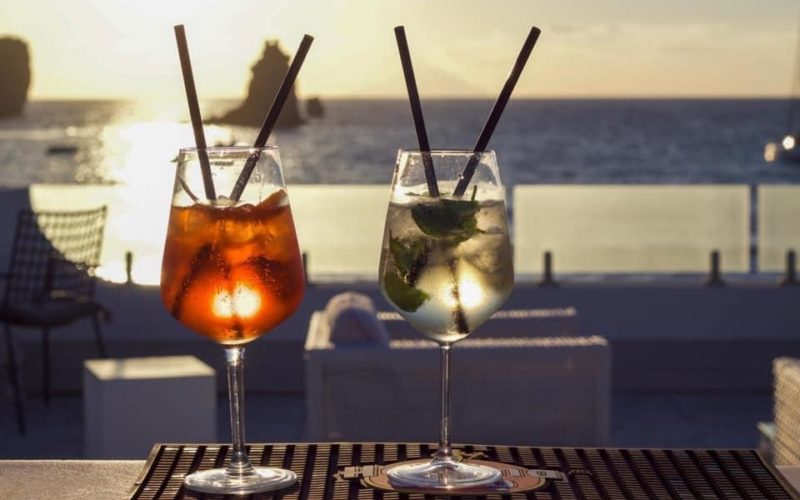 Lounge Bar Les Sables Noirs, una terrazza sul mare